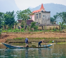 Collecting algae in Phong Nha