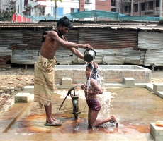 Father and daughter : A father is helping his daughter to bath.